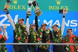 LMGTE Am podium: winnaars Christian Ried, Julien Andlauer, Matt Campbell, Proton Competition, Patrick Dempsey, Dempsey Proton Competition