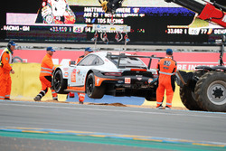 Spin of car #86 Gulf Racing Porsche 911 RSR: Michael Wainwright, Benjamin Barker, Alex Davison