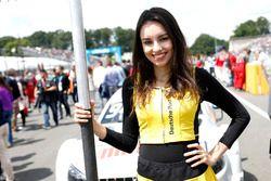 Gridgirls voor Pascal Wehrlein, Mercedes-AMG Team HWA