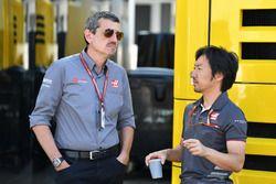 Guenther Steiner, Haas F1 Team Principal and Ayao Komatsu, Haas F1 Team Engineer