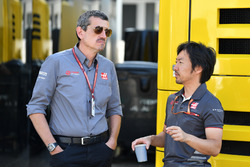 Guenther Steiner, Haas F1 Team Principal and Ayao Komatsu, Haas F1 Team Engineer