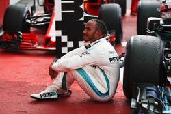 Льюіс Хемілтон, Mercedes AMG F1, у закритому парку