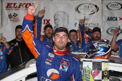 Race winner Gus Dean, Chevrolet