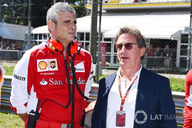 Maurizio Arrivabene, director del equipo Ferrari y Louis Camilleri, presidente de Philip Morris