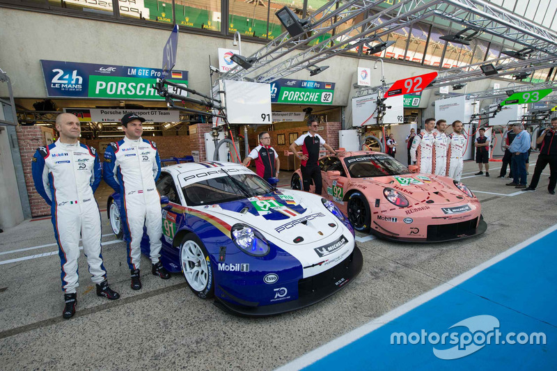 #92 Porsche GT Team Porsche 911 RSR en #91 Porsche GT Team Porsche 911 RSR met speciale livery