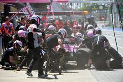 Esteban Ocon, Force India VJM11 pit stop