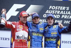 Подиум: победитель гонки Джанкарло Физикелла, Renault F1 Team, второе место – Рубенс Баррикелло, Fer