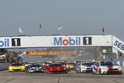 #67 Chip Ganassi Racing Ford GT, GTLM: Ryan Briscoe, Richard Westbrook, Scott Dixon, #62 Risi Compet
