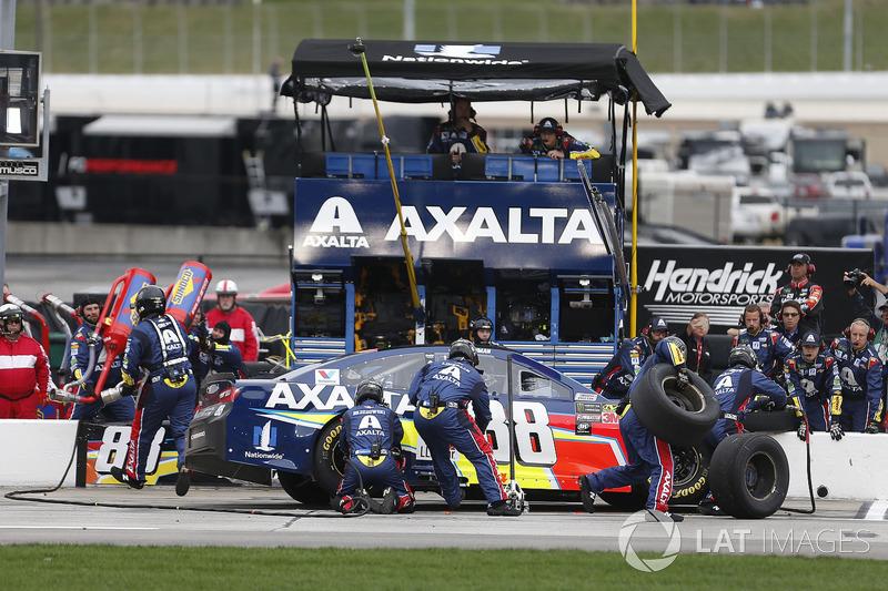 Alex Bowman, Hendrick Motorsports, Axalta Chevrolet Camaro pit stop