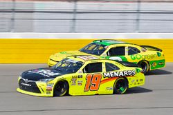 Brandon Jones, Joe Gibbs Racing, Toyota Camry Menards e Austin Dillon, Richard Childress Racing, Chevrolet Camaro Go Green Equipment