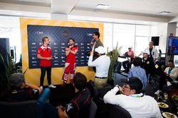 Felix Rosenqvist, Mahindra Racing e Nick Heidfeld, Mahindra Racing durante una sessione Q&A nell'EMOTION club