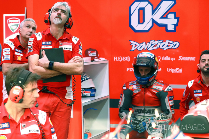 Davide Tardozzi, Team Manager; Gigi Dall'Igna, Ducati Team General Manager dan Andrea Dovizioso, Ducati Team