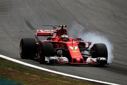 Kimi Raikkonen, Ferrari SF70H, bloccaggio