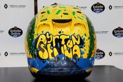 De helm van Carlos Sainz Jr., Renault Sport F1 Team, ontworpen door Shock Maravillha