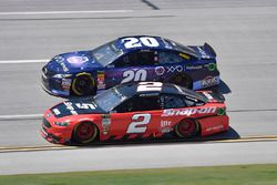 Brad Keselowski, Team Penske, Ford Fusion Snap on, Erik Jones, Joe Gibbs Racing, Toyota Camry XYO Network