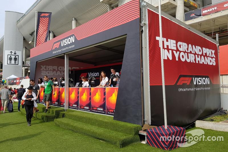 В Испании болельщики всегда были в курсе событий на трассе благодаря портативным приемникам F1 Vision