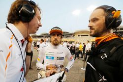 Fernando Alonso, McLaren, in griglia
