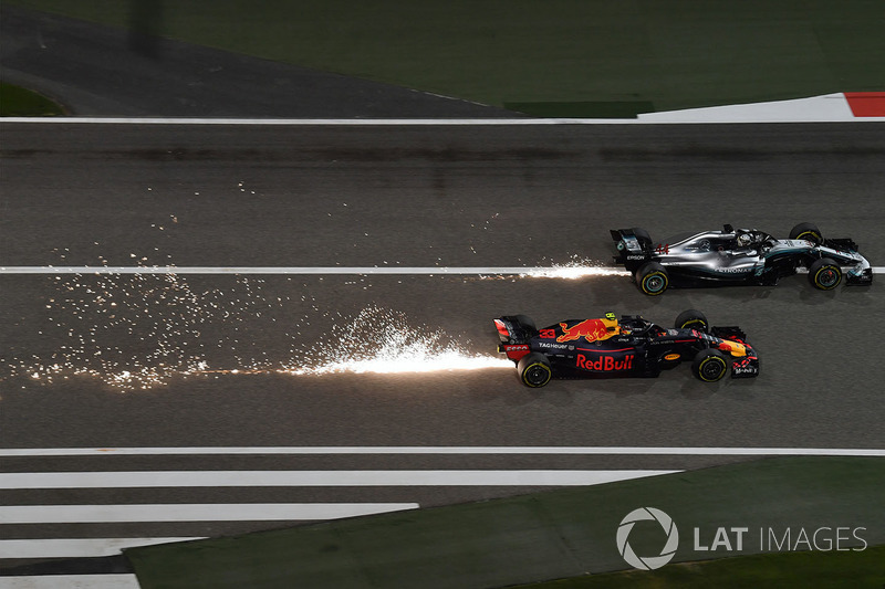 Max Verstappen, Red Bull Racing RB14 vs Lewis Hamilton, Mercedes-AMG F1 W09 EQ Power+ battle