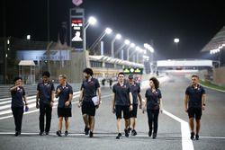 Camminata lungo il circuito per Kevin Magnussen, Haas F1 Team