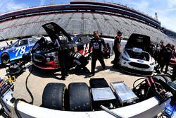 Brad Keselowski, Team Penske, Ford Fusion Discount Tire on pit road