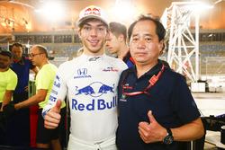Pierre Gasly, Toro Rosso, et Toyoharu Tanabe, directeur technique, Honda, célèbrent la quatrième place