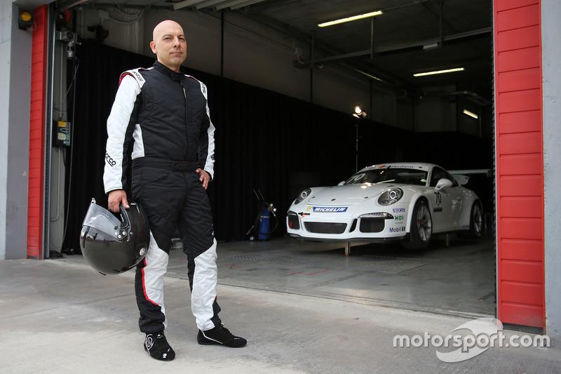 Uno dei piloti della Guest Car in pit lane