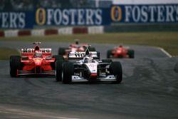 Mika Hakkinen, McLaren Mercedes MP4/13 ve Michael Schumacher, Ferrari F300