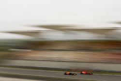 Kimi Raikkonen, Ferrari SF71H y Daniel Ricciardo, Red Bull Racing RB14 Tag Heuer