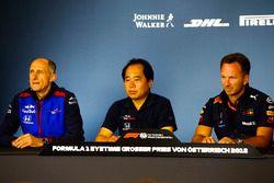 Franz Tost, Team Principal, Scuderia Toro Rosso, Toyoharu Tanabe, Direttore Tecnico F1, Honda e Christian Horner, Team Principal, Red Bull Racing, nella conferenza stampa