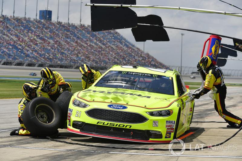 Paul Menard, Wood Brothers Racing, Ford Fusion Menards / Sylvania, effettua un pit stop
