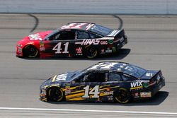 Clint Bowyer, Stewart-Haas Racing, Chevrolet Camaro WIX Filters and Kurt Busch, Stewart-Haas Racing, Ford Fusion Haas Automation