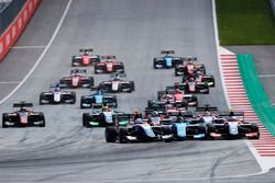 Ryan Tveter, Trident David Beckmann, Jenzer Motorsport and Giuliano Alesi, Trident crash at the start