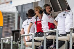 Ruth Buscombe, Sauber Race Strategist on the Sauber pit wall gantry