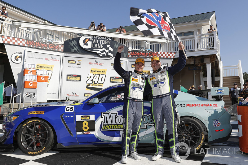 I vincitori #8 Multimatic Motorsports, Ford Mustang GT4, GS: Chad McCumbee, Patrick Gallagher