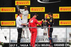 Podium: Andrew Shovlin, Chief Race Engineer, Mercedes AMG F1, Race winner Lewis Hamilton, Mercedes A