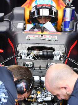 Daniel Ricciardo, Red Bull Racing RB13 detail van de voorwielophanging