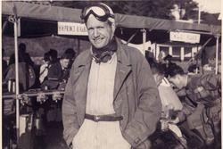 Siamo nel 1949, anno in cui Emmanuel De Graffenried vince il Gran Premio di Gran Bretagna a Silverstone al volante della Maserati 4CLT della Scuderia di Enrico Platé