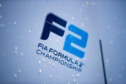 Logo de la FIA Fórmula 2