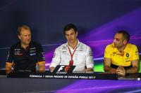 Заступник керівника Sahara Force India F1 Team Роберт Фернлі, керівник Mercedes AMG F1 Тото Вольфф, керівник Renault Sport F1 Сіріль Абітбуль
