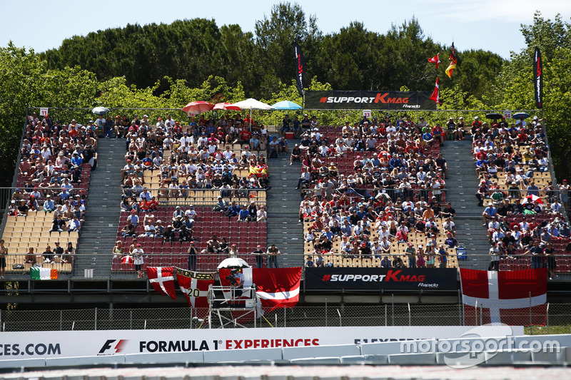 Support for Kevin Magnussen, Haas F1 Team, from the grandstands