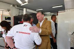 Sean Bratches, Director de operaciones comerciales de Fórmula Uno y Paul Stoddart.
