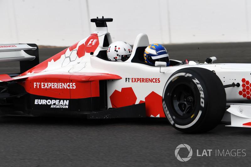 Заезды двухместной машины Формулы 1 на Гран При Великобритании