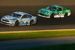 Kevin Harvick, Stewart-Haas Racing Ford, Jeffrey Earnhardt, Circle Sport – The Motorsports Group Che