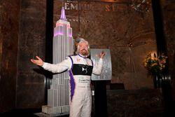 Richard Branson op een persevenement in Manhattan