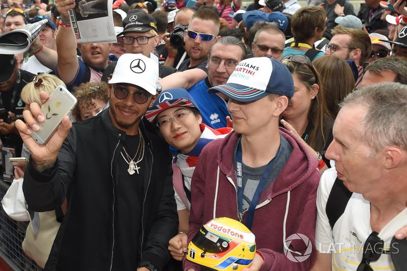 Lewis Hamilton, Mercedes AMG F1 meets the fans at the autograph session