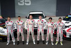 Sesión de fotos de Grupo: #23 Nissan Motorsport, Nissan GT-R Nismo GT3: Katsumasa Chiyo, Alex Buncom