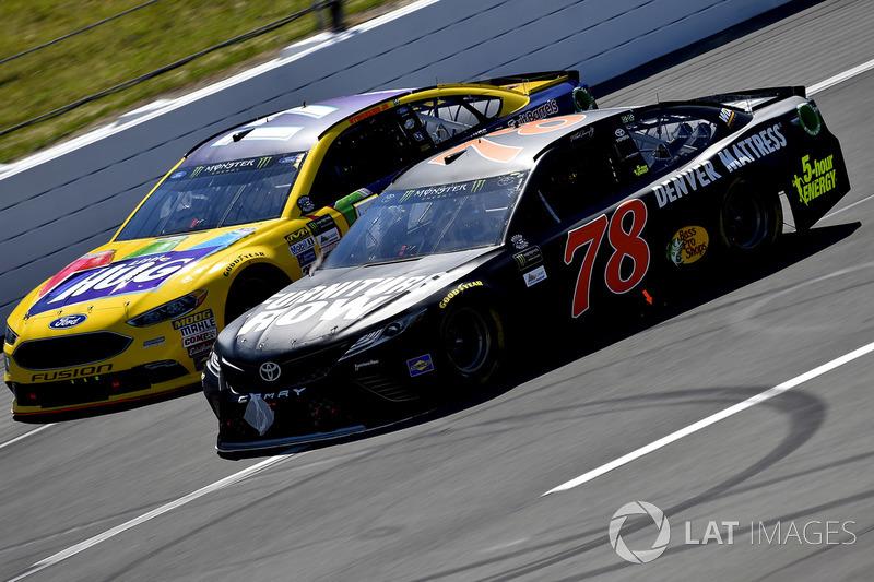 Martin Truex Jr., Furniture Row Racing Toyota, Ricky Stenhouse Jr., Roush Fenway Racing Ford