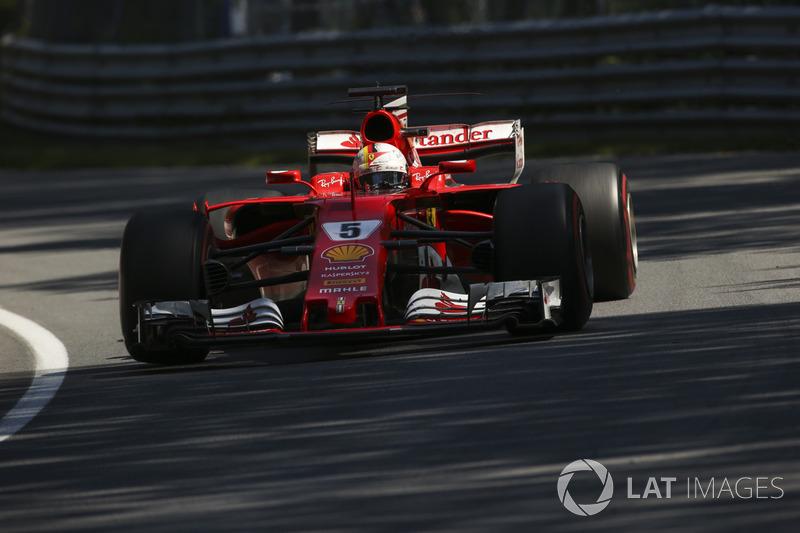 Sebastian Vettel teve problemas após a largada, teve que ir aos pits para trocar o bico do carro e conseguiu finalizar em quarto.