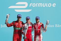 Podio: il vincitore della gara Felix Rosenqvist, Mahindra Racin, il secondo classificato Lucas Di Gr