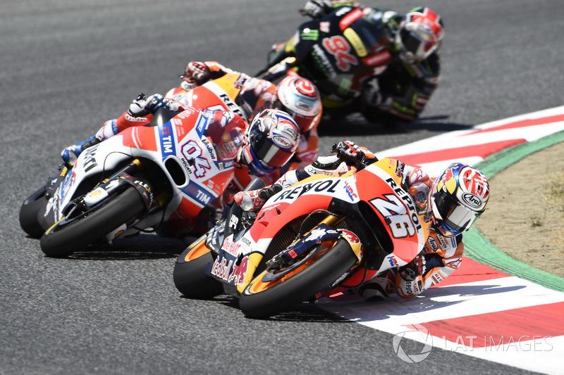 Dani Pedrosa memimpin di depan Andrea Dovizioso